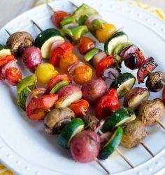 Grilled Veggie Kabobs- marinade over cut veggies in a bowl mins on skewers tbsp olive oil Splash of ponzu or soy sauce (gluten-free) 1 tbsp sriracha 1 tbsp balsamic vinegar 1 tbsp honey 4 cloves pressed garlic Salt & pepper to taste Grilling Recipes, Gourmet Recipes, Vegetarian Recipes, Cooking Recipes, Healthy Recipes, Cooking Ham, Cooking Ribs, Grilled Veggie Kabobs, Veggie Kabob Marinade
