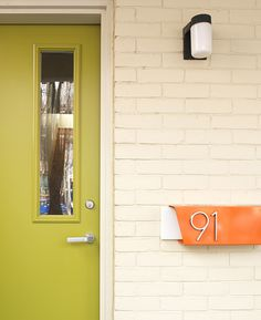 Love the door and mailbox color combo! And the numbers are great.