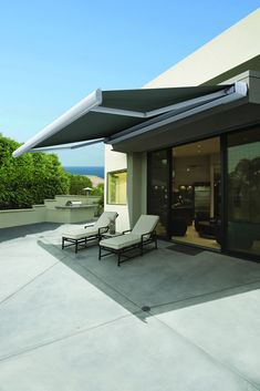 I've been needing some kind of shade for near my pool and love these Luxaflex Awnings! It's so modern and retracts back in when not in use. I'm definitely going to have these installed this summer!
