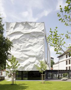 DESAINERThis three-dimensional concrete structure which hangs like a sheet of crumpled paper was developed by Architect Johannes Wiesflecker and artist Karl-Heinz Klopf as part of their extension project of an high school in Kufstein, Austria.