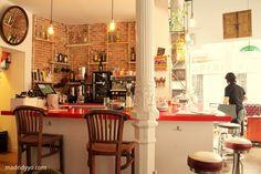 La Infinito, Café + Libros + Arte · Tres Peces 22, Madrid | www.madridyyo.com