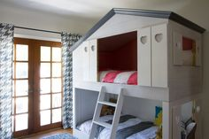 House-style bunk bed