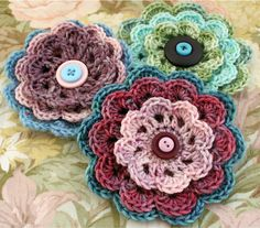 Seen a LOT of crochet flowers, but I really like these ones. Vintage-like somehow...