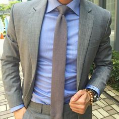Mens style inspiration - Suits - Ties - Pocket Squares alles für Ihren Erfolg - www. Pocket Square Styles, Tie And Pocket Square, Pocket Squares, Mode Masculine, Mens Fashion Suits, Mens Suits, Men's Fashion, Fashion Clothes, Grey Suit Combinations