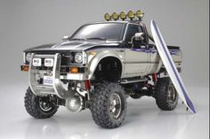 Combining nostalgic feel with modern mechanics, the superbly detailed classic Toyota pick-up truck body is now mounted on the same chassis as the Ford F-350 High-Lift. Features: - Steel channel ladder