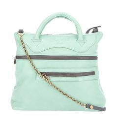 i love this bag ... and i love so much that it is in mint !!