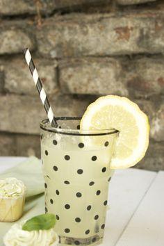 Lemonade http://toertchenundandereleckereien.wordpress.com/2014/06/09/sommerzeit-mit-zitrone-basilikum-cupcakes/  Miss Etoile Glas mit schwarzen Punkten / black polka dots