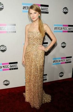 Google Image Result for http://www.glamour.com/weddings/blogs/save-the-date/1121-2-taylor-swift-american-music-awards-dress-wedding-dresses-wedding-gowns-reem-acra_we.jpg