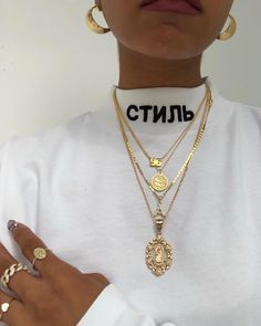 pin: nikkiowtx ✨ - gold jewelry gold aesthetic pendant necklace gold hoop earrings rings women's street wear fa - jewelry Cute Jewelry, Gold Jewelry, Jewelry Necklaces, Women Jewelry, Jewelry Ideas, Jewelry Trends, Flower Jewelry, Simple Jewelry, High Jewelry