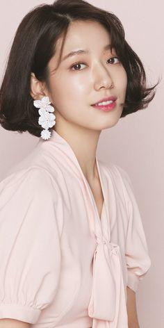 Korean Actresses, Korean Actors, Shot Hair Styles, Vogue Japan, Park Shin Hye, Chinese Actress, Cute Asian Girls, Cute Korean, Korean Beauty