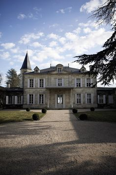 Château Cheval Blanc is a truly chic wedding setting for a Marquez NYC bride www.marqueznyc.com