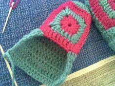 Olá, Segundona gelada por aqui...nada melhor do que uma sapatilha de croche... Lã família, agulha nº 3... Primeiro faça 6 corrent...