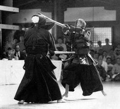 Ishihara sensei (Hanshi 9-dan) from Okayama Prefecture finds a beautiful opening for men against his opponent  (from the 9-dan competition, Kyoto Taikai)  I'm sure my dad knows who he is.