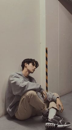 Bright Wallpaper, Bright Pictures, Thai Drama, Aesthetic Iphone Wallpaper, Celebs, Celebrities, Boyfriend Material, Handsome Boys, My Boyfriend