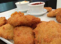 Empanado de Frango, feito com migalhas, é mais leve e crocante que farinha de rosca.