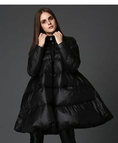 Несмотря на то что по календарю через месяц наступает весна, зима не собирается сдавать своих позиций. А это значит, что купить новую модную куртку не будет лишним. Давайте вместе рассмотрим основные тенденции в уличной моде и узнаем, какие модели женских зимних курток актуальны. Холода наступят совсем скоро, а вы еще не решили, какую верхнюю одежду...