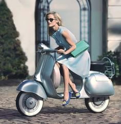 Vespa and rider Biker girl ❤️ Women Riding Motorcycles ❤️ Girls on Bikes ❤️ Biker Babes ❤️ Lady Riders ❤️ Girls who ride rock ❤️
