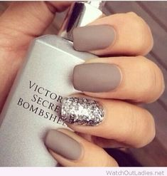 This is way too CLASSY!!!! Have a look at the most trending Manicure Style! <3 Its Fab *_*