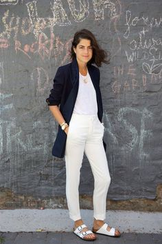 A thing or two on how to speak Birkenstock and be chic Style Désinvolte Chic, Street Style Chic, Look Chic, Style Me, Birkenstock Outfit, White Birkenstock, Birkenstock Arizona, Fashion Moda, Look Fashion
