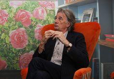 Paul Smith - Man kann Inspiration in allem finden: Wer ist eigentlich Paul Smith (71)? Sir Paul Brierley Smith wurde am 5. Juli 1946 in Nottingham geboren und ist ein britischer Modedesigner und Unternehmer.