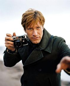 AARON ECKHART (with his Leica) Beauty Camera, Photography Equipment, Love Photography, Photography Camera, Leica M, Leica Camera, Camera Gear, Celebrity Photographers, Famous Photographers