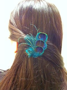 My hair style for the holiday party! Beautiful Peacock feather hair clip perfect by BrideAndBridesmaids. Feather Hair Pieces, Feather Hair Clips, Feather Headpiece, Feather Art, Peacock Hair, Peacock Feathers, Peacock Wedding, Peacock Theme, Wedding Flowers