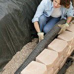 step by step how to build a retaining wall DIY HK: will need this for re building backyard Diy Retaining Wall, Building A Retaining Wall, Retaining Wall Drainage, Yard Drainage, Home Depot Retaining Wall, Backyard Projects, Outdoor Projects, Garden Projects, Jardin Decor