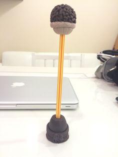 Lápis de brigadeiro em biscuit
