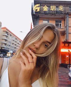 Selfie, Long Hair Styles, Instagram Ideas, Beauty, Long Hairstyle, Long Haircuts, Long Hair Cuts, Beauty Illustration, Long Hairstyles