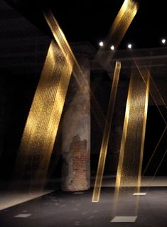 Lygia Pape. Gold thread with precision lighting.