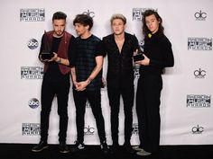 The 10 Most Intriguing Faces One Direction Made at the 2015 American Music Awards  - Seventeen.com