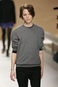 Guys, Would you ever find interest in a boyish girl? Androgynous Girls, Androgynous Fashion, Tomboy Fashion, Fashion Outfits, Butch Fashion, Quirky Fashion, Dark Fashion, Short Hair Hacks, Short Hair Styles