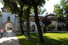 Palatul Cotroceni I Obiective Turistice #PalatulCotroceni #Cotroceni #ghid #urban #obiectiveturistice www.cotroceni.ro Beautiful Stories, Most Beautiful, Palace Interior, Interesting Reads, Bucharest, Palaces, New Image, Castles, Buildings
