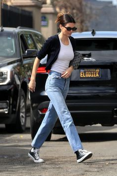 Kendall Jenner at Goyard in Beverly Hills Kendall wore Brandy Melville Shannon Sweater, Re/Done Double Needle Crop Jeans, Converse Chuck Taylor Kendall Jenner Outfits, Kendall Jenner Mode, High Top Converse Outfits, Converse Style, Converse Chuck, Outfit With Black Converse, Jeans Converse Outfit, Black Chuck Taylors, Look Star