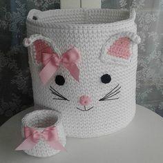 "568 Synes godt om, 4 kommentarer – بافتنی شهرزاد (@baftani_honar) på Instagram: ""#سیسمونی_نوزاد #دستباف #سیسمونی#نوزاد_سیسمونی_عروسک_ #لباس#بافت#کاردست  پوشاک_بچه #بافتی_شهرزاد…"" Crochet Basket Pattern, Crochet Chart, Baby Knitting Patterns, Free Crochet, Knit Crochet, Crochet Patterns, Crochet Baskets, Crochet Ideas, Crochet Storage"