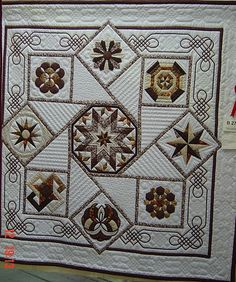 Neutrals ~ the quilting is stunningly great! The Celtic knot corner borders are from the book, Celtic Style Floral Applique by Scarlett Rose. Longarm Quilting, Free Motion Quilting, Machine Quilting, Quilting Projects, Quilting Designs, Sampler Quilts, Star Quilts, Bed Quilts, Easy Quilts