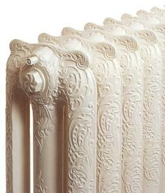 This is exactly like our radiators at home :) love it! Old Radiators, Cast Iron Radiators, Steam Radiators, Vintage Stil, Vintage Love, Vintage Art, White Cottage, White Farmhouse, Romantic Homes
