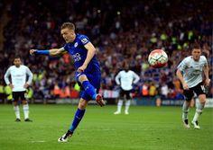 Blog Esportivo do Suíço: Leicester coroa título com vitória em grande estilo sobre Everton