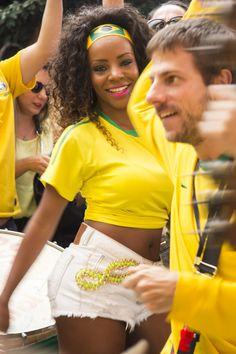 WE LOVE BEATS NA TORCIDA 04/07/2014 Torcida brasileira dá show na exibição do jogo contra a Colômbia na Casa 92, em São Paulo.  #fifaworldcup #mulata #brazil #brasil #copadomundo