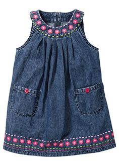 Pin by Janaina Loaine on Costura Girls Denim Dress, Kids Dress Wear, Baby Girl Dresses, Baby Dress, Dress Girl, Little Girl Outfits, Kids Outfits, Kids Ethnic Wear, Girl Dress Patterns