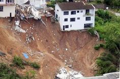 Vista aérea de região atingida por deslizamento em Blumenau (Foto: James Tavares / SECOM)
