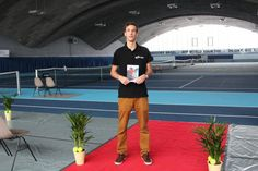 Im Rahmen seiner Maturarbeit lanciert Dennis Dambach ein Tennisturnier. Damit ist der 19-Jährige der wohl jüngste Turnierdirektor der Schweiz. - 20min