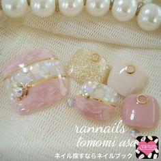 ネイル 画像 rannails 草加 1416399 アースカラー グレージュ ベージュ タイダイ オフィス デート 春 パーティー 夏 リゾート 浴衣 海 その他 入学式 卒業式 チップ ハンド ミディアム Pedicure Designs, Pedicure Nail Art, Toe Nail Designs, Toe Nail Art, Pretty Toe Nails, Cute Toe Nails, Love Nails, Gorgeous Nails, Sculpted Gel Nails