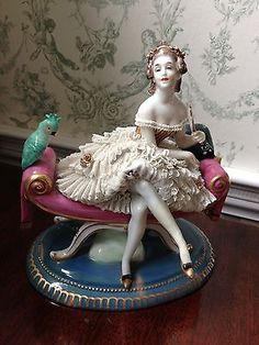 ANTIQUE-VOLKSTEDT-DRESDEN-PORCELAIN-LADY-FIGURINE-ON-SETTEE-WITH-FAN-AND-PARROT