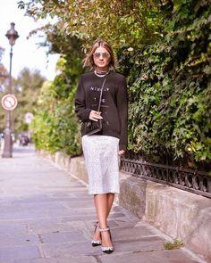 #streetstyle #fashion #style #inspiration #chic #lookbook #outfits #blogger #blogdathassia #brazilian #beauty Black & White!   Hoje à tarde quando deu aquela esfriada básica aproveitei para usar o moletom contrastando com a saia de paetês, que tal?! #ootd #thassiafrenchdays #btviaja   saia @apartamento03 moletom #vaccarelo para @maresmguia e sapatos @louisvuitton!   Gostam desse estilo?!