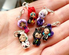 Disney villain charm inspired clay stich by CandyDesignCrea Disney Clay Charms, Fimo Disney, Polymer Clay Disney, Polymer Clay Figures, Cute Polymer Clay, Resin Charms, Cute Clay, Polymer Clay Charms, Polymer Clay Projects