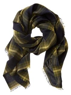 The Banana Republic women's accessories assortment is the perfect choice for polished look. Our accessories for women options offer a comfortable fit and exceptionally stylish look designs. Fall Plaid, Plaid Blanket Scarf, Beautiful Handbags, Banana Republic Women, Little Dresses, Scarf Styles, Types Of Fashion Styles, Autumn Fashion, Sweaters For Women