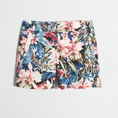 J Crew floral City Fit Chino shorts Beautiful floral print, 2 front pockets, 2 back pockets, side zip, belt loops J Crew Other Floral Shorts, Patterned Shorts, Cute Winter Outfits, Cute Outfits, Floral City, Skirts With Boots, Material Girls, Chino Shorts, Womens Fashion