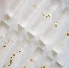 今日の和菓子: ふゆいろ 透き通る冬の空気感をカタチにした氷菓子。凛と張り詰めた冬の朝の空気は、案外好きかもしれない。 Today's Wagashi : Winter Colour Transparent Japanese confectionaries inspired by clear air in the winter morning. Have a nice winter holiday ❄️