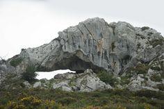 La Peña del Elefante en el Covadonga ( The rock elephant in Covadonga, Asturias - Spain)